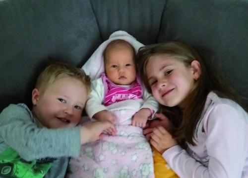 Milena mit Kevin und Elisa